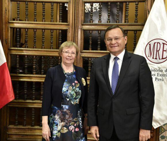 Juliane Diller erhält in Peru den zweithöchsten Staatsorden