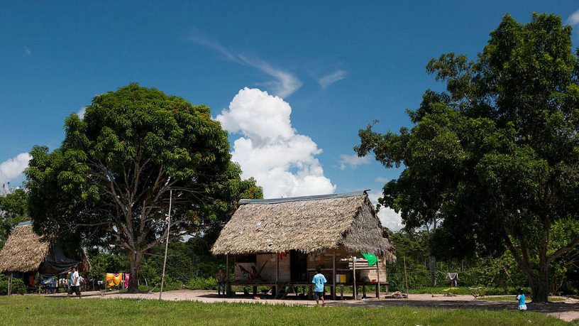 Pampas Verde mit weit verstreuten Häusern (Foto: Konrad Wothe)