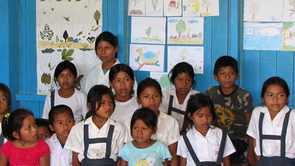 Diese Schulklasse in Pampas Verde hat Buntstiftzeichnungen angefertigt
