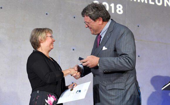 Richard-Merton-Ehrennadel: Stifterverband ehrt die Biologin Juliane Diller