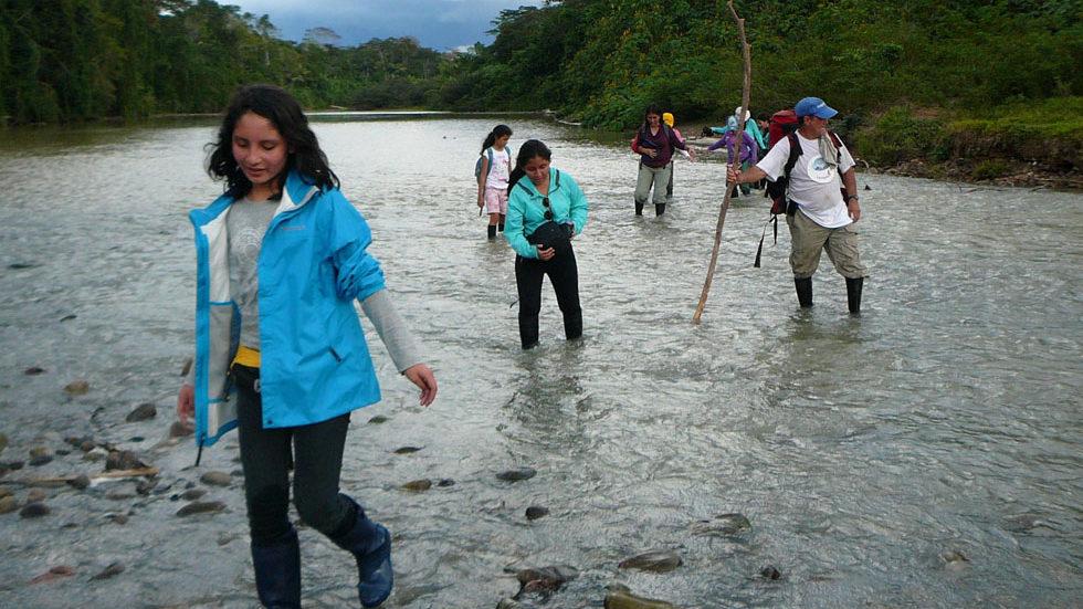 Nach Durchquerung des Río Yuyapichis bei Niedrigwasser ...