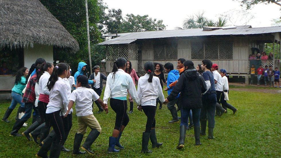 Die 7. Klasse der Waldorfschule Lima trifft 2013 in Panguana die 7. Klasse aus Yuyapichis