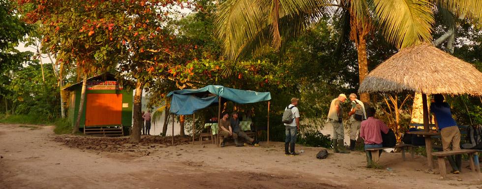 Ankunft der Forschergruppe in Yuyapichis im Herbst 2013 und Warten auf den Weitertransport